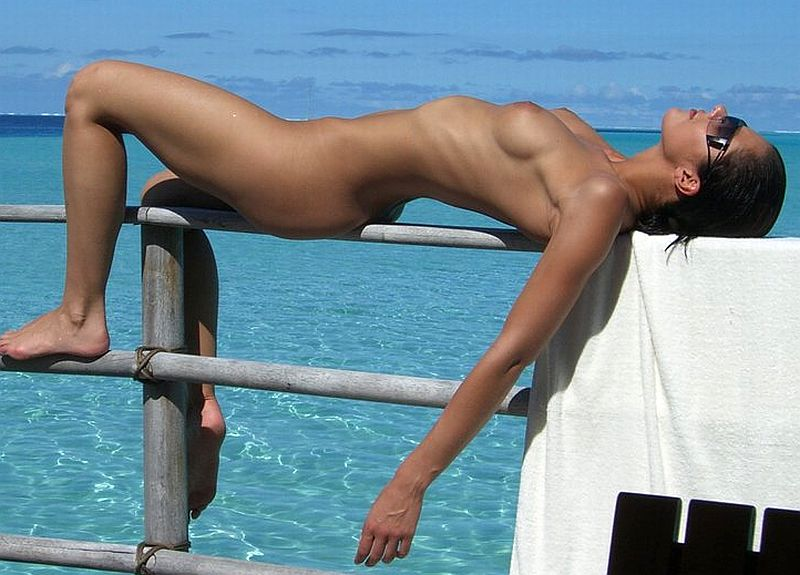 adrienne-curry-topless-twitpic-010512