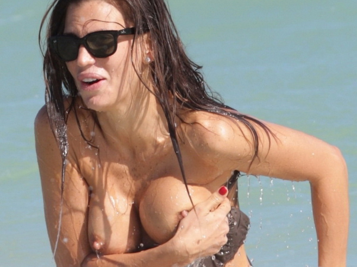 Claudia Galanti Nipple Slip In Miami  Celebrity-Slipscom-8175