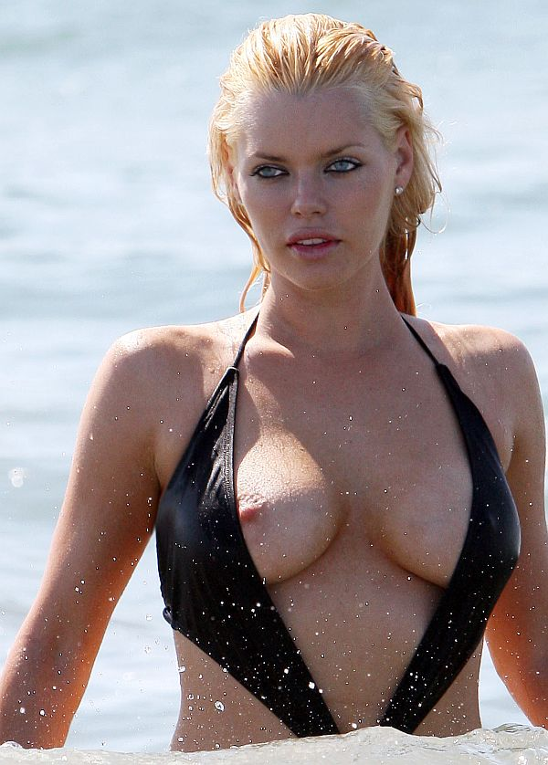 Sophie Monk - celebrity-slips.com