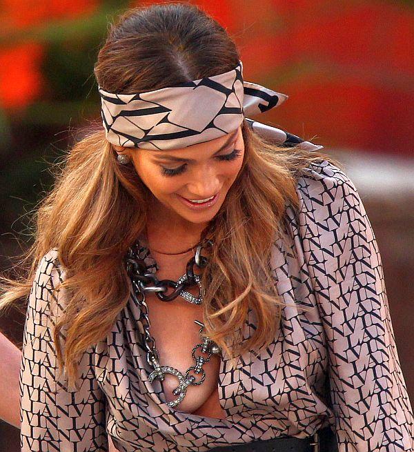 Jennifer-Lopez-Nipple-Slip-5.jpg