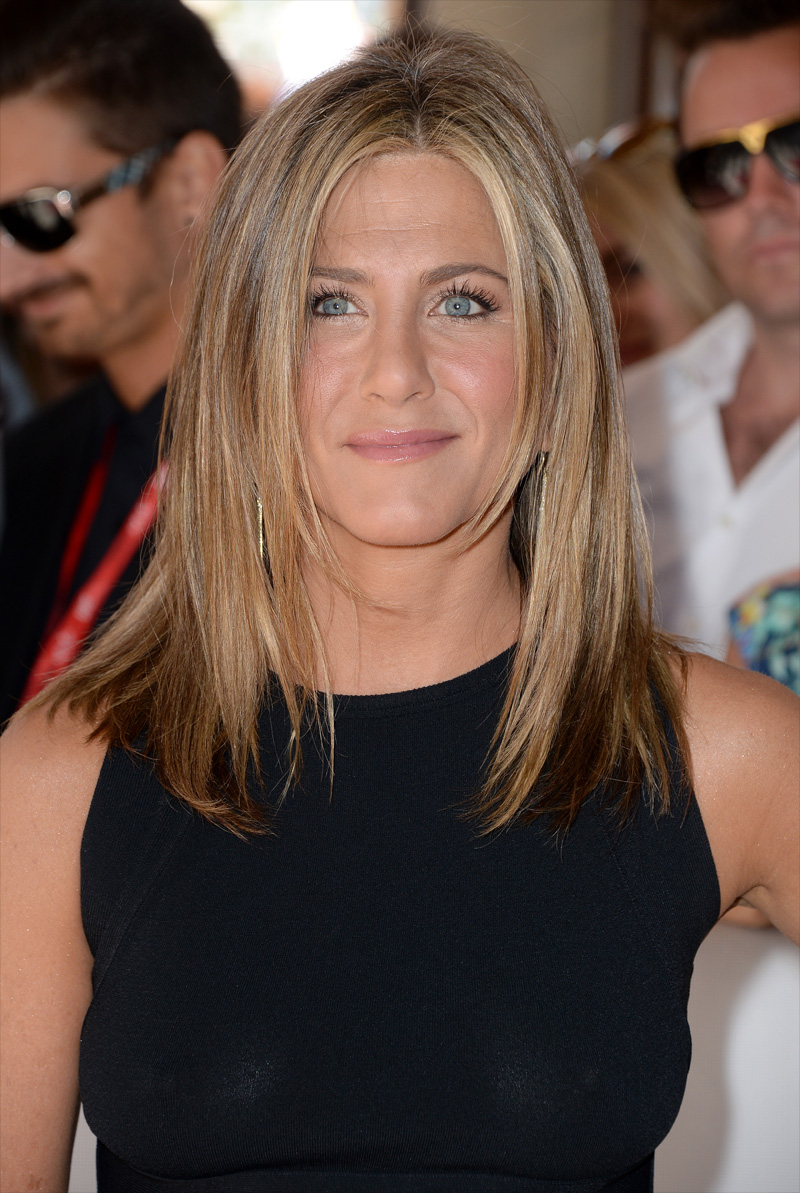 jennifer-aniston-braless-see-through-nipple-1.jpg
