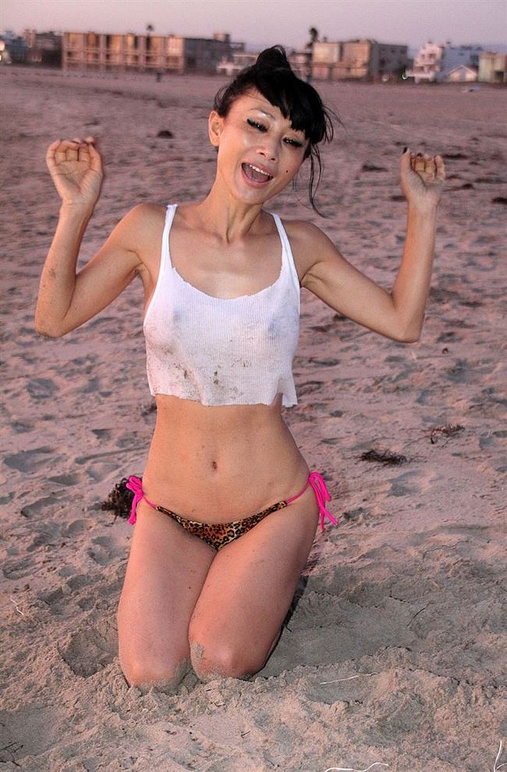 bai-ling-see-through-ice-bucket-challenge-7.