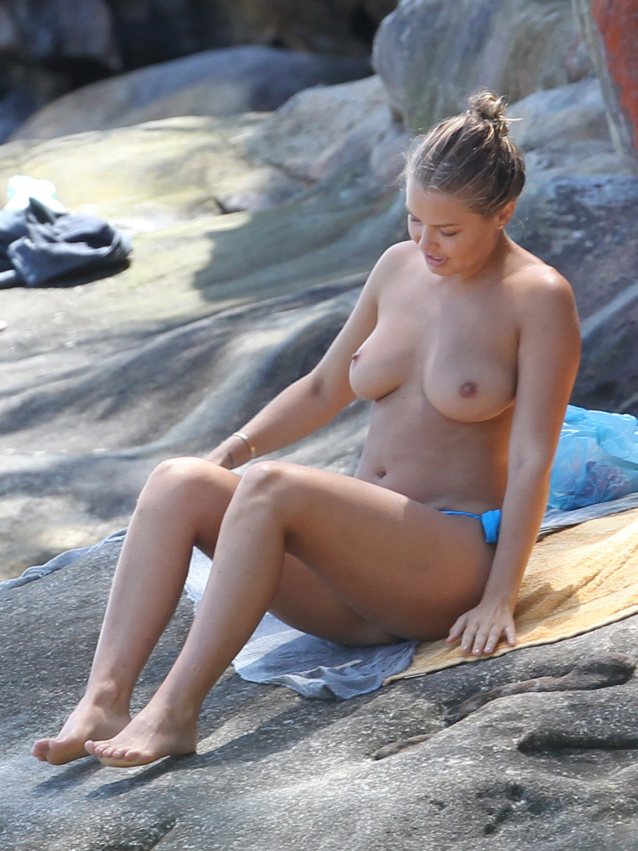 Lara Bingle Candid Beach Topless  Celebrity-Slipscom-5811