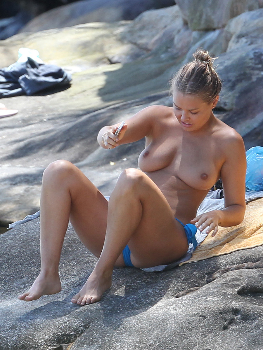 Lara Bingle Candid Beach Topless  Celebrity-Slipscom-2508