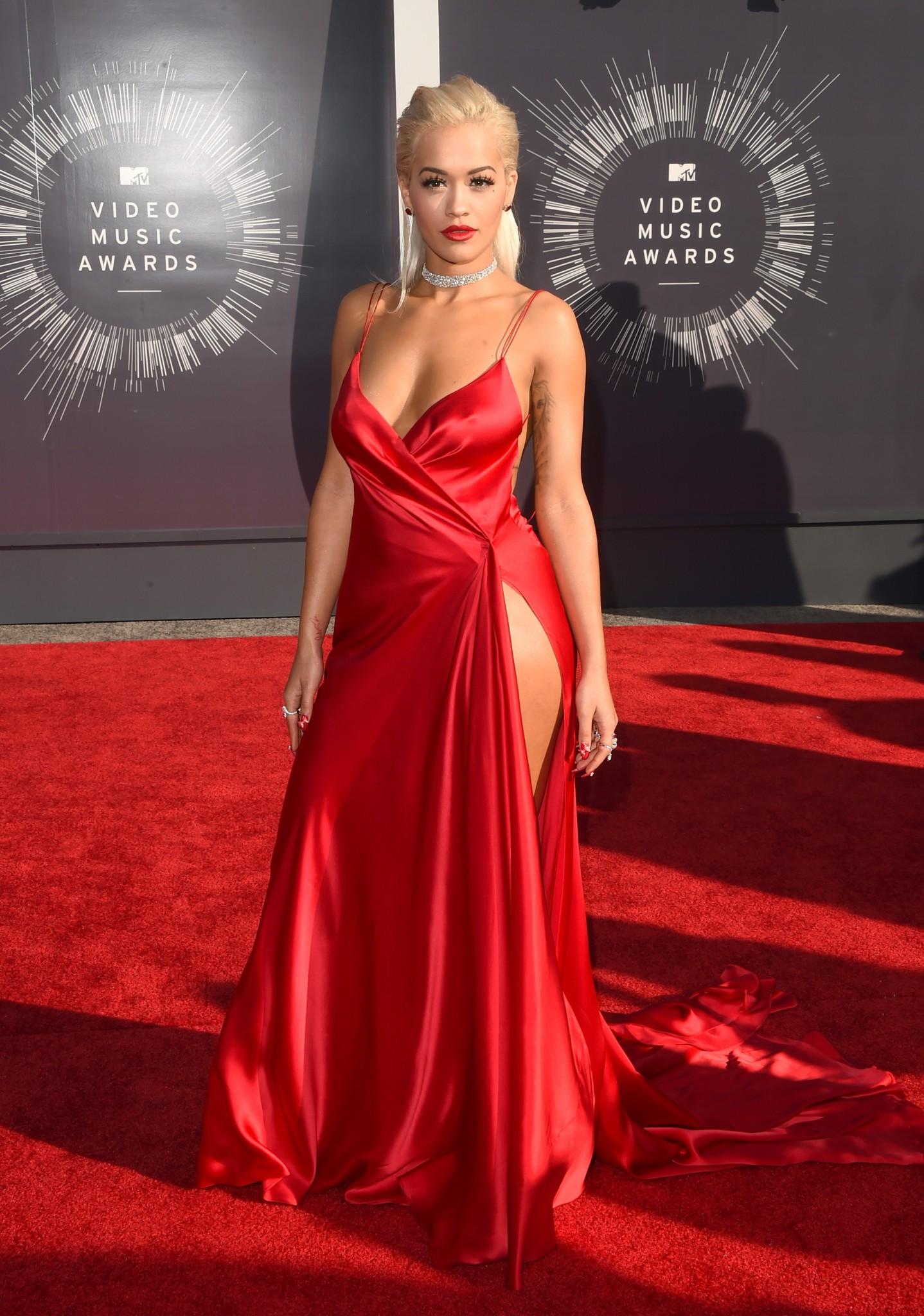 Rita Ora Braless Pokies On the Red Carpet | celebrity ...