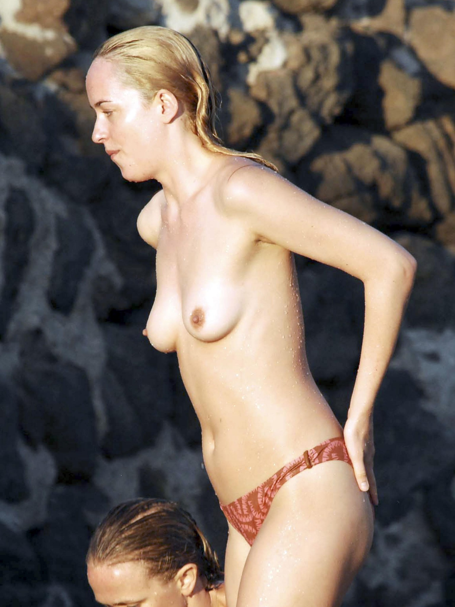 dakota-johnson-topless-in-italy-12.jpg