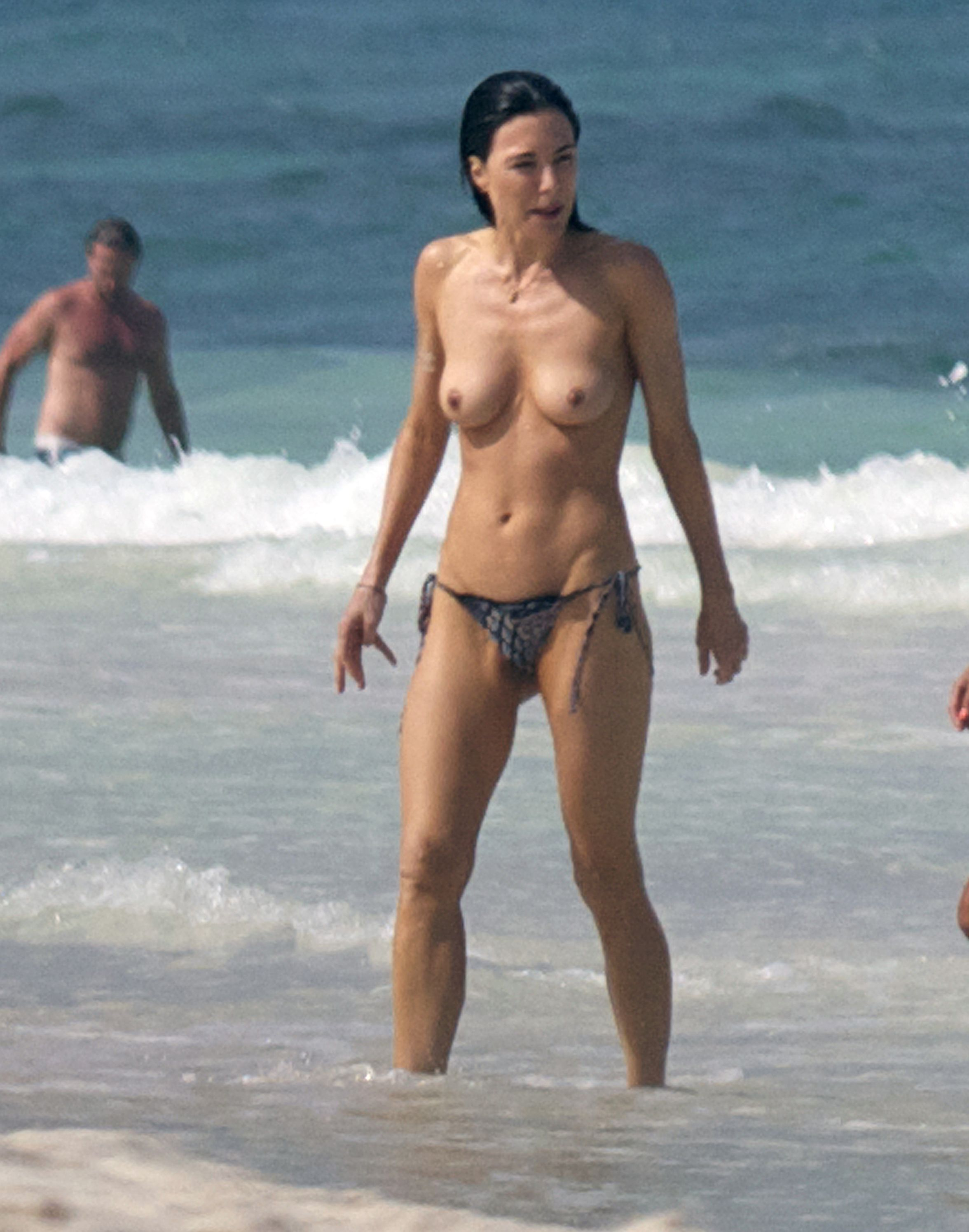 Angelique Thomas Nue jaime murray topless at a beach in mexico | celebrity-slips