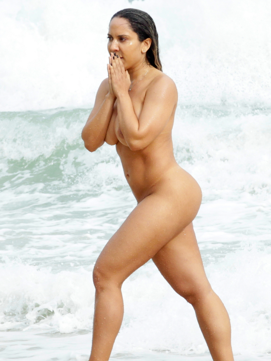 Renata Frisson Naked On The Beach In Rio  Celebrity-Slipscom-2443