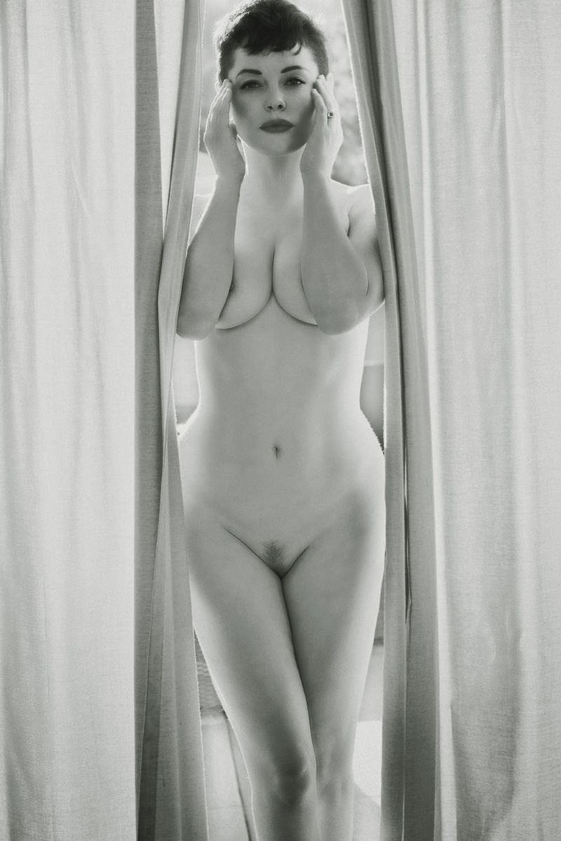 rose-mcgowan-nude-for-flaunt-mag-1.jpg