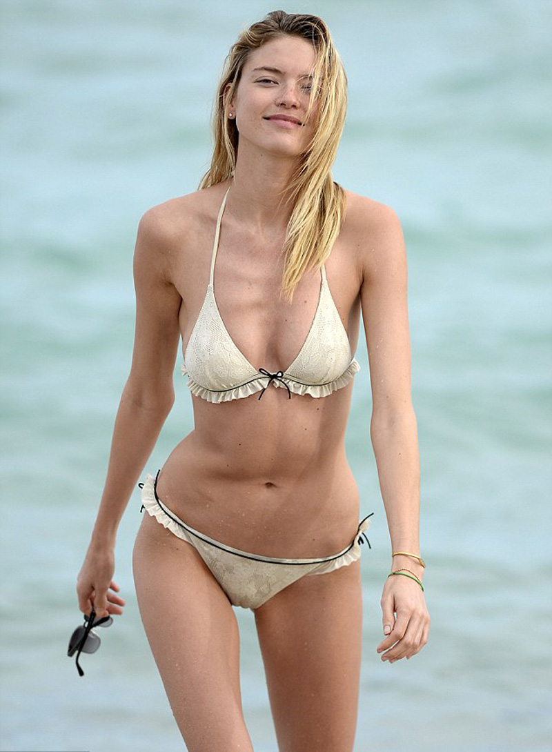 martha-hunt-cameltoe-bikini-at-a-beach-in-miami-3.jpg