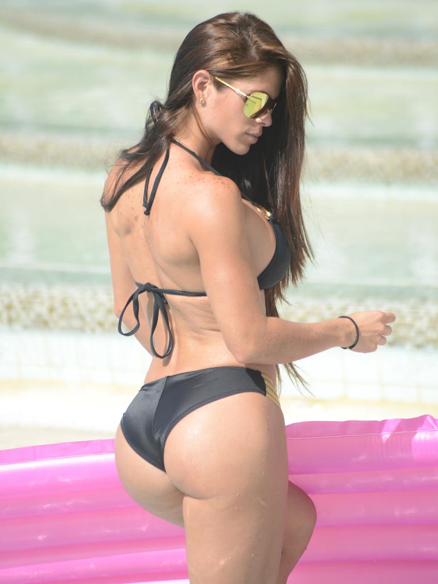 michelle-lewin-hotness-in-a-bikini-at-a-miami-pool-12.jpg