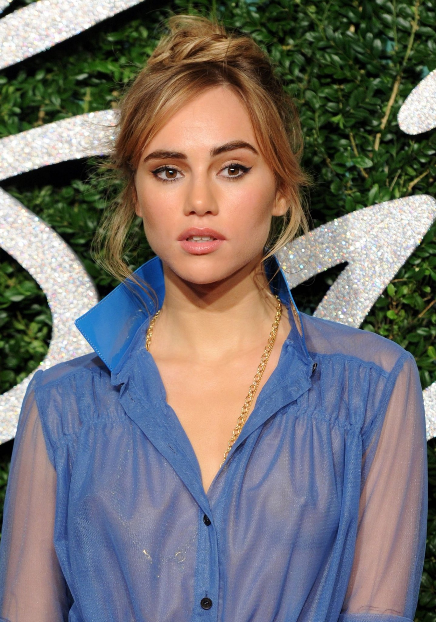 suki-waterhouse-brittish-fashion-awards-see-through-to-nipples-3.jpg