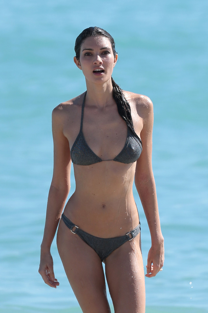 teresa-moore-hard-nipples-on-the-beach-3.jpg