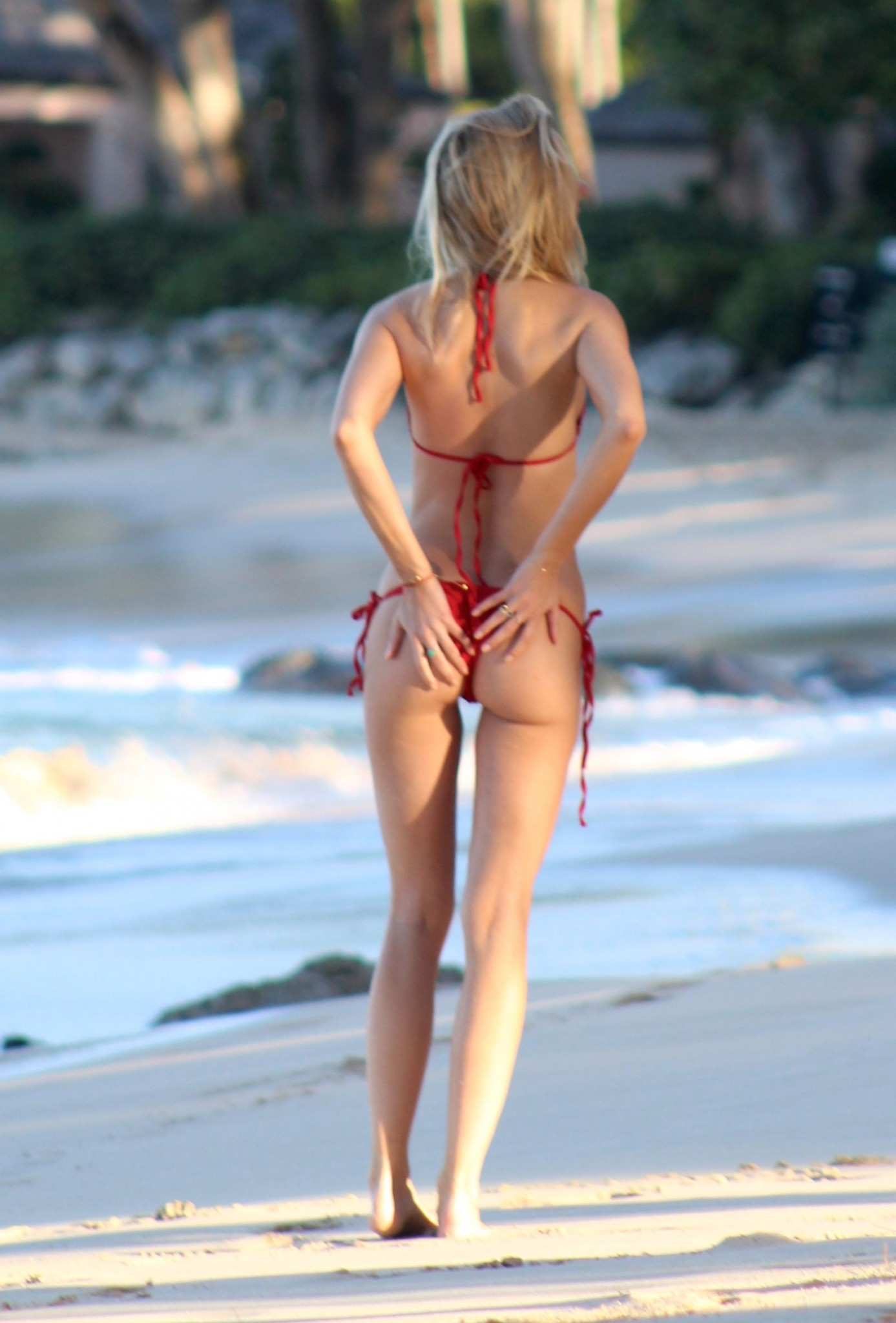 kimberly-garner-superhot-in-tiny-red-bikini-caribbean-11