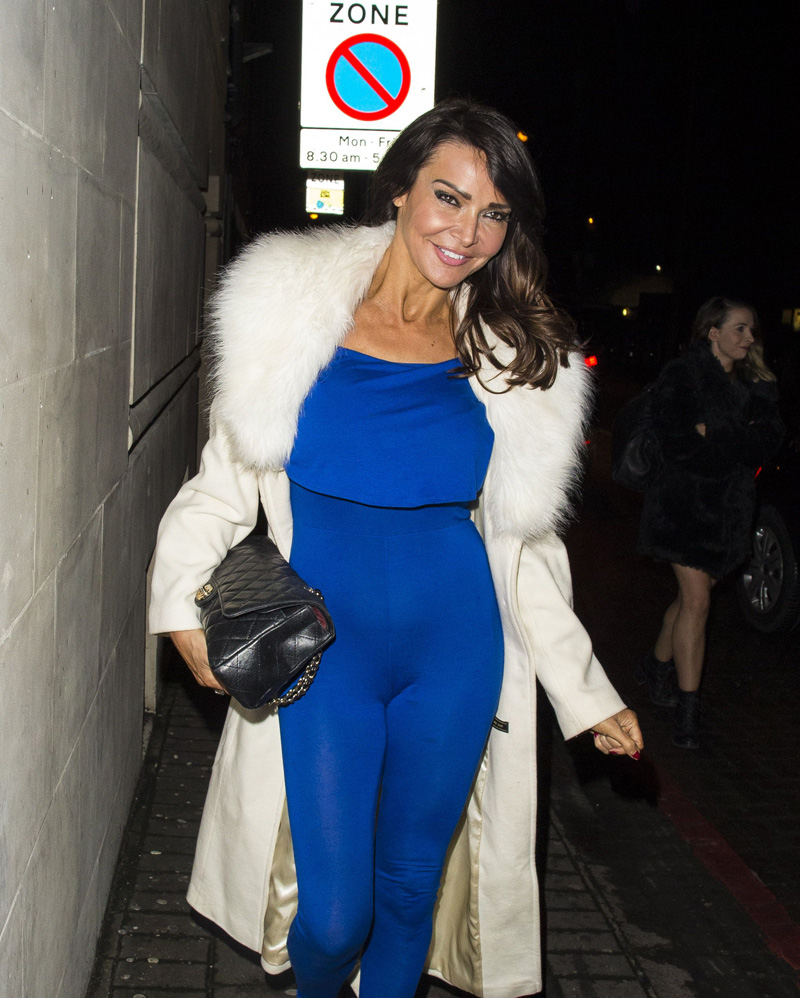 lizzie-cundy-cameltoe-in-blue-jumpsuit-1