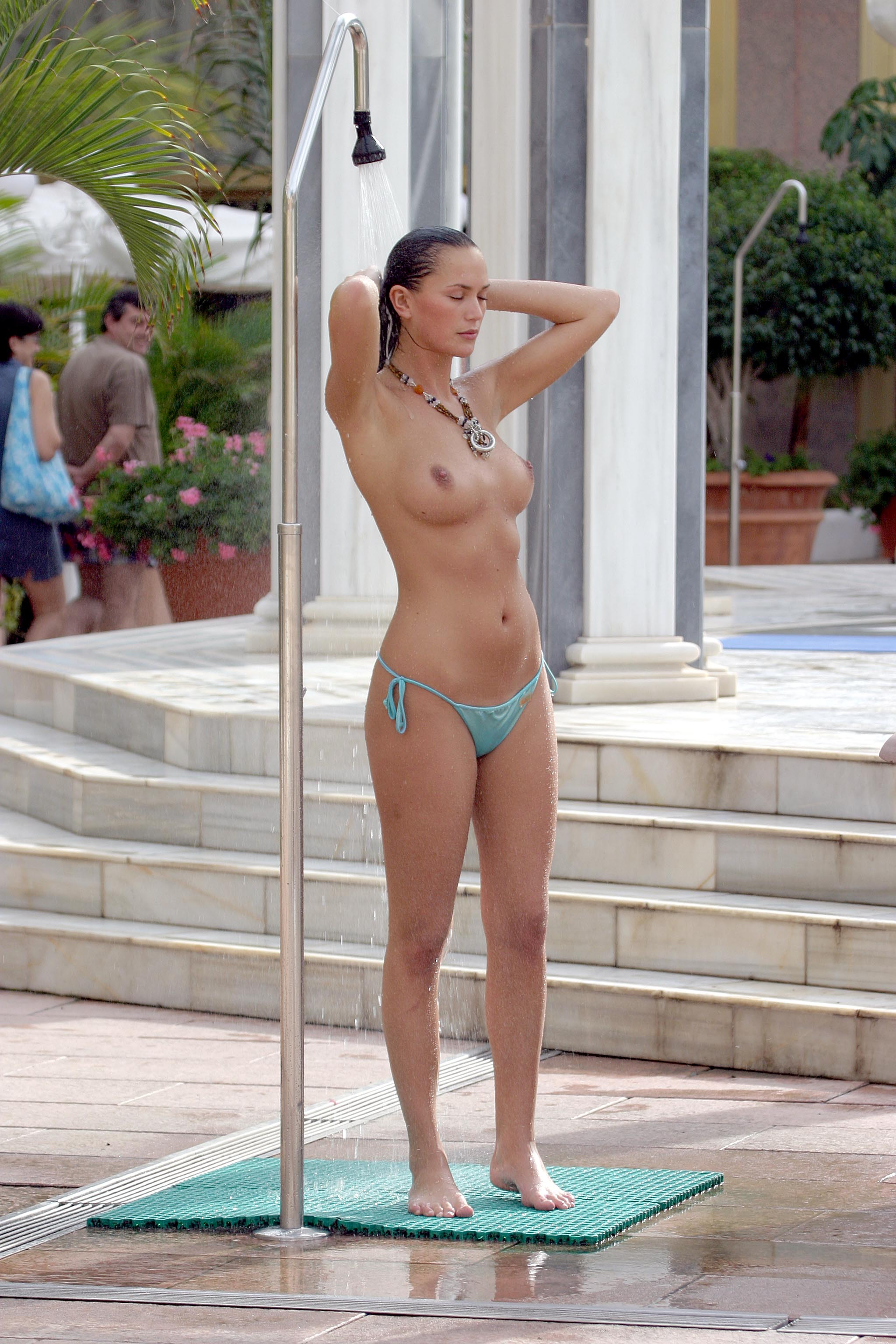 anushka nude sexy po