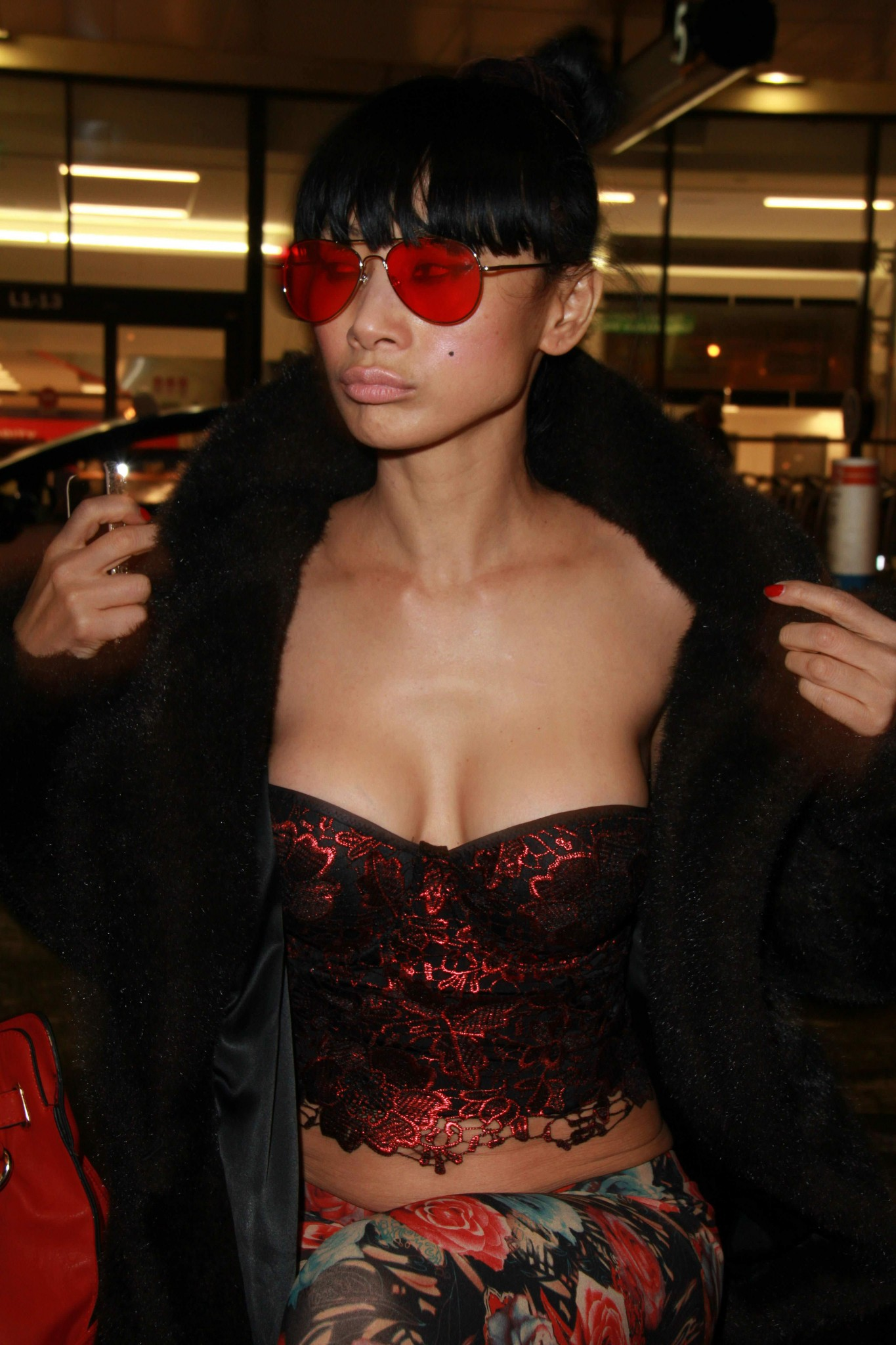 bai-ling-cleavage-at-the-aiport-6