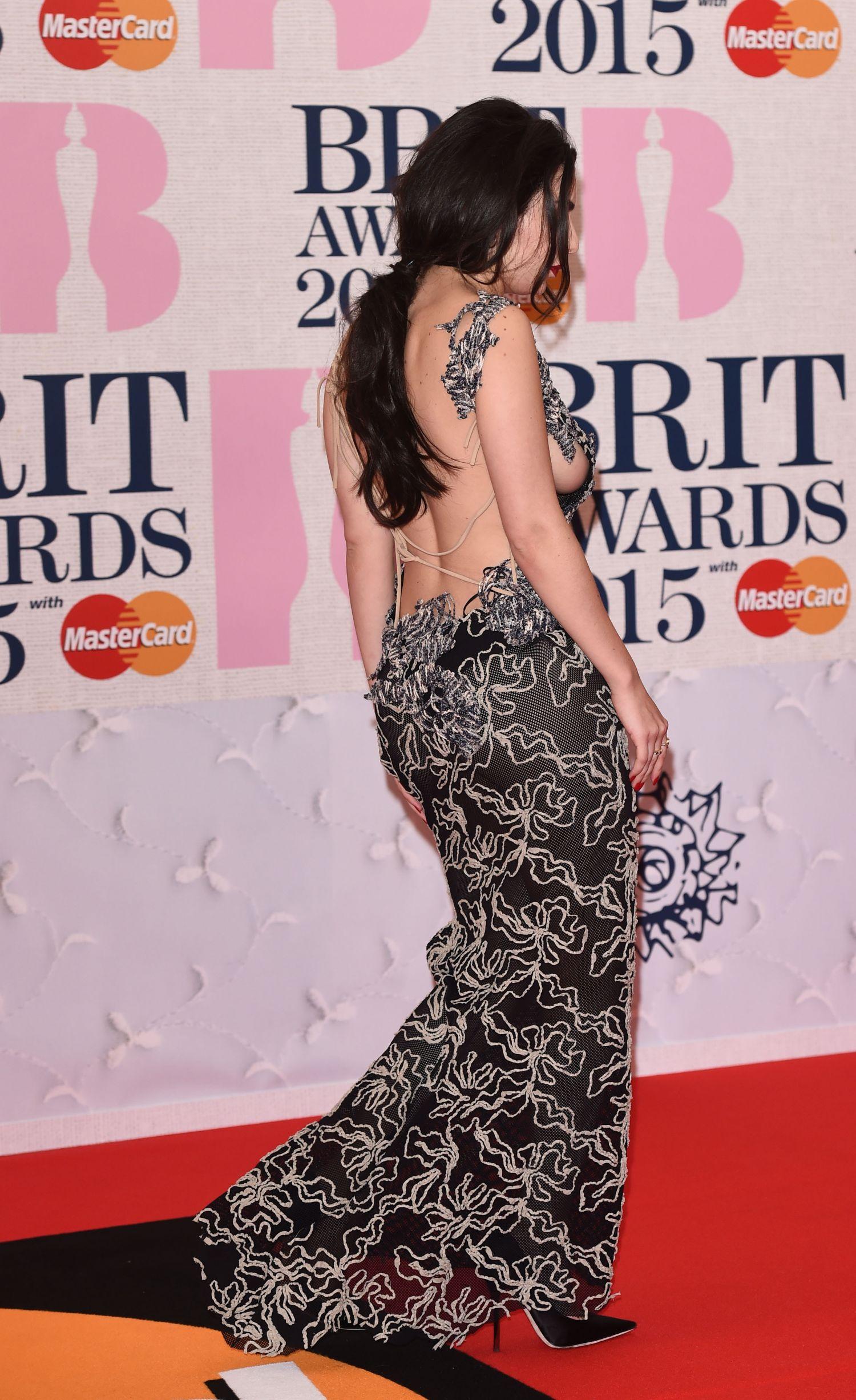 charli-xcx-sideboob-at-the-brit-awards-1