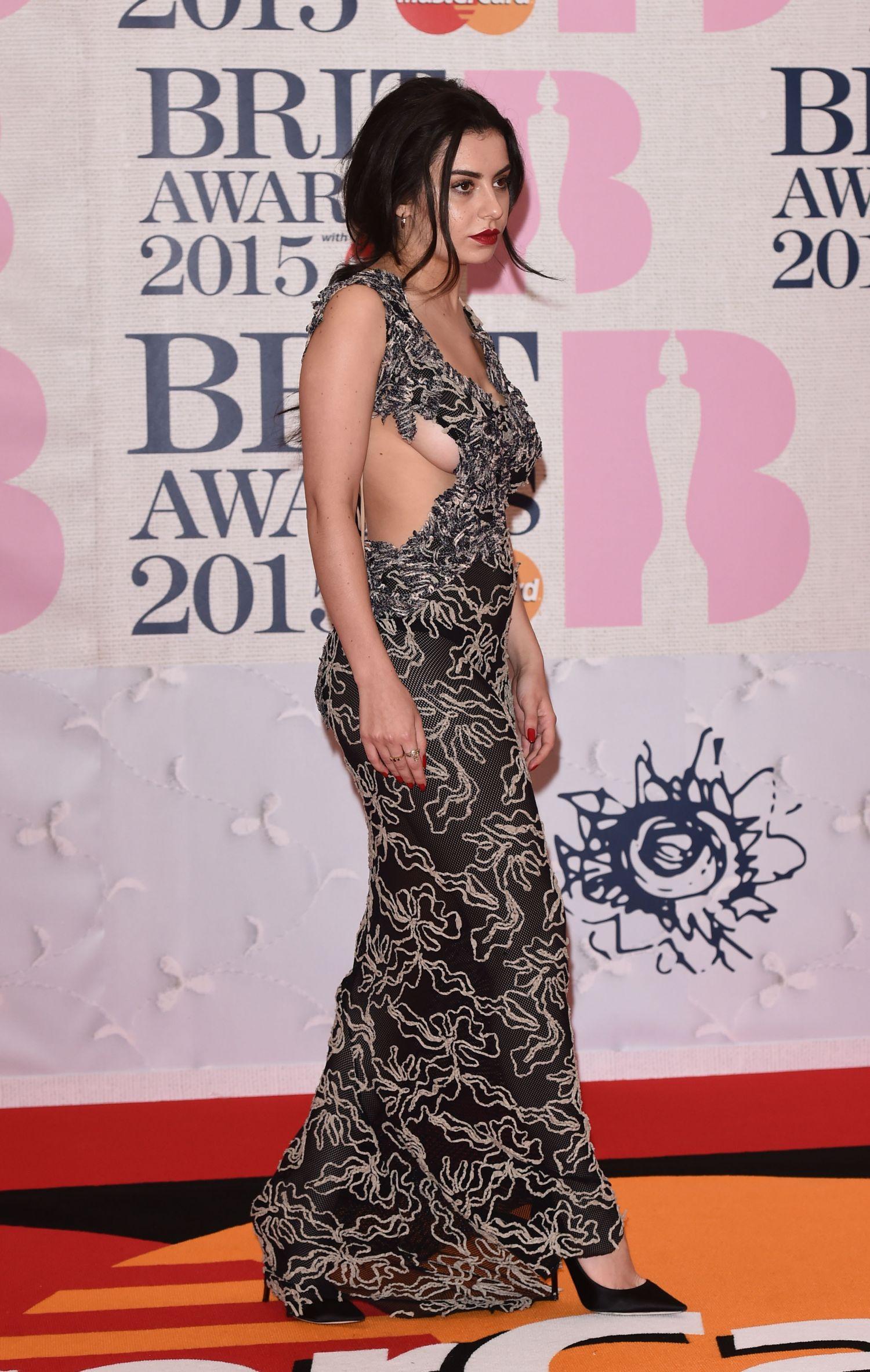 charli-xcx-sideboob-at-the-brit-awards-4