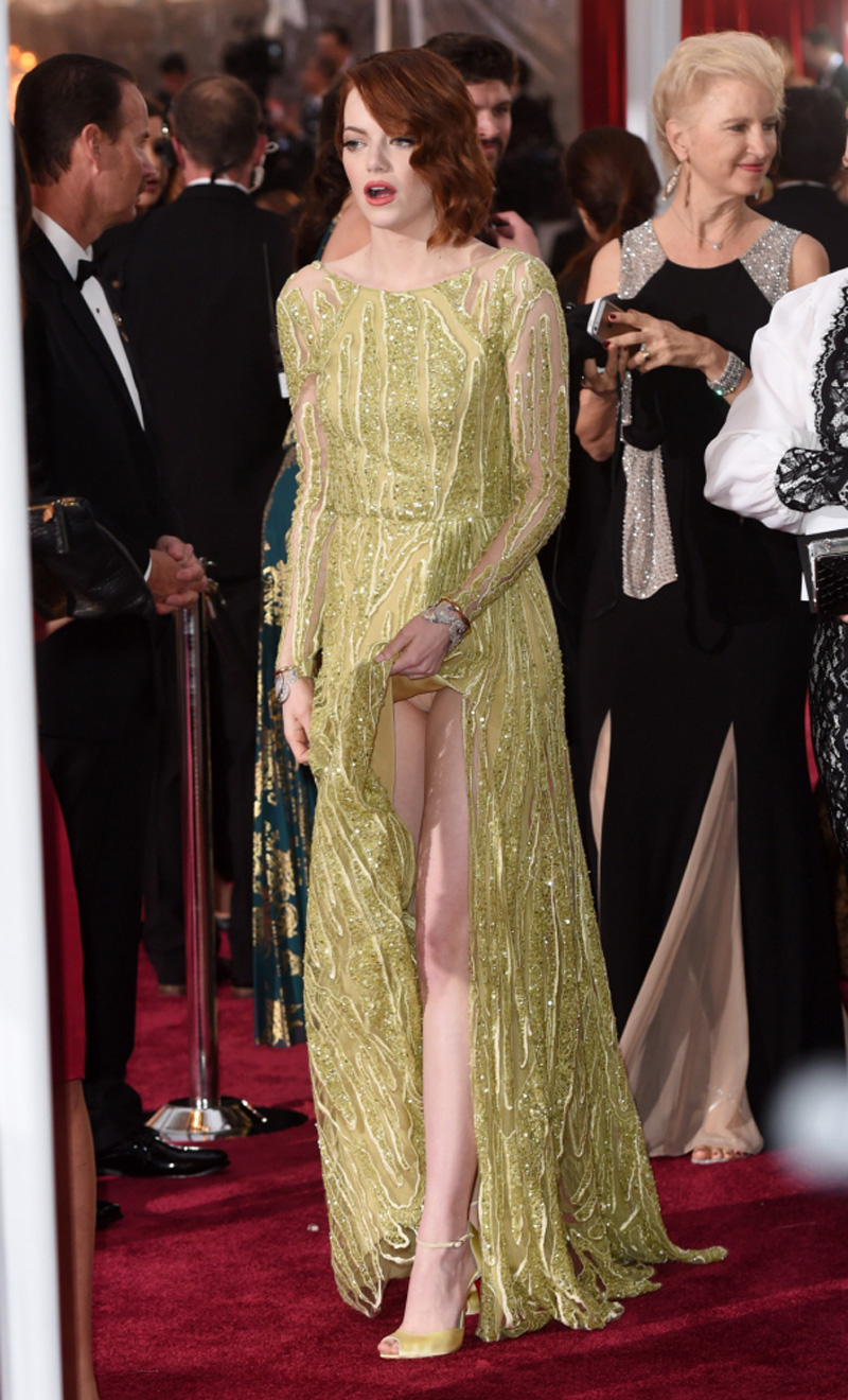 Emma Stone Upskirt At The Oscars : celebrity-slips.com