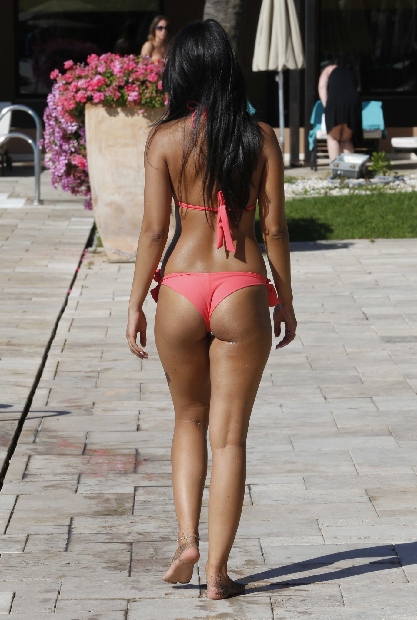 jasmin-walia-hotness-bikini-at-the-pool-in-spain-17