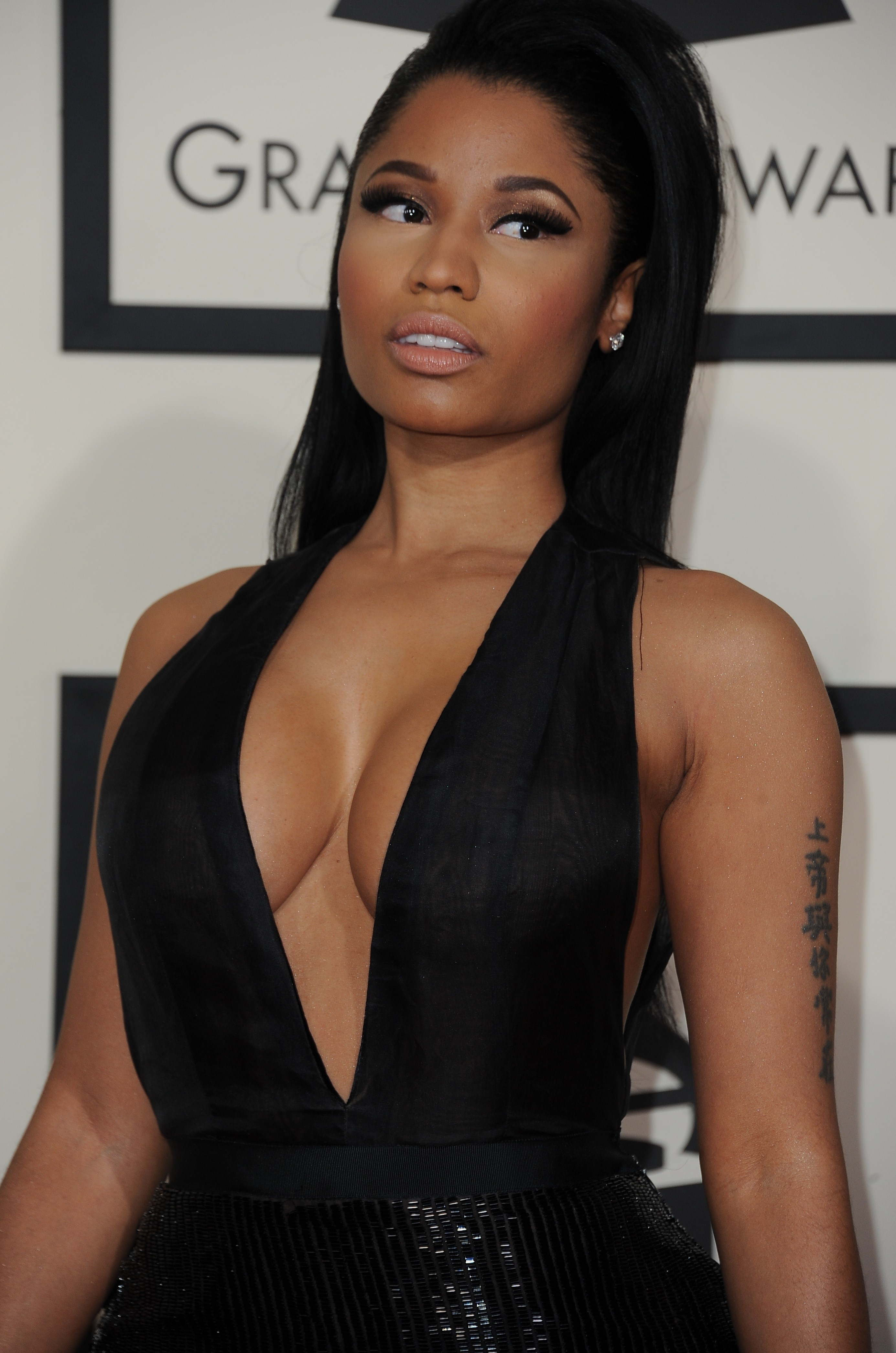 Nicki Minaj See Through To Nipples At The Grammys 12
