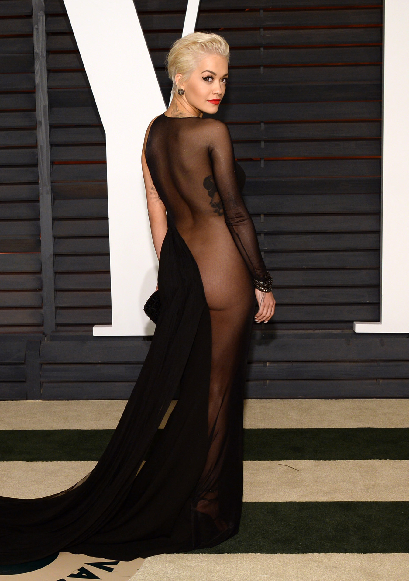 rita-ora-see-through-dress-vanity-fair-oscar-party-7