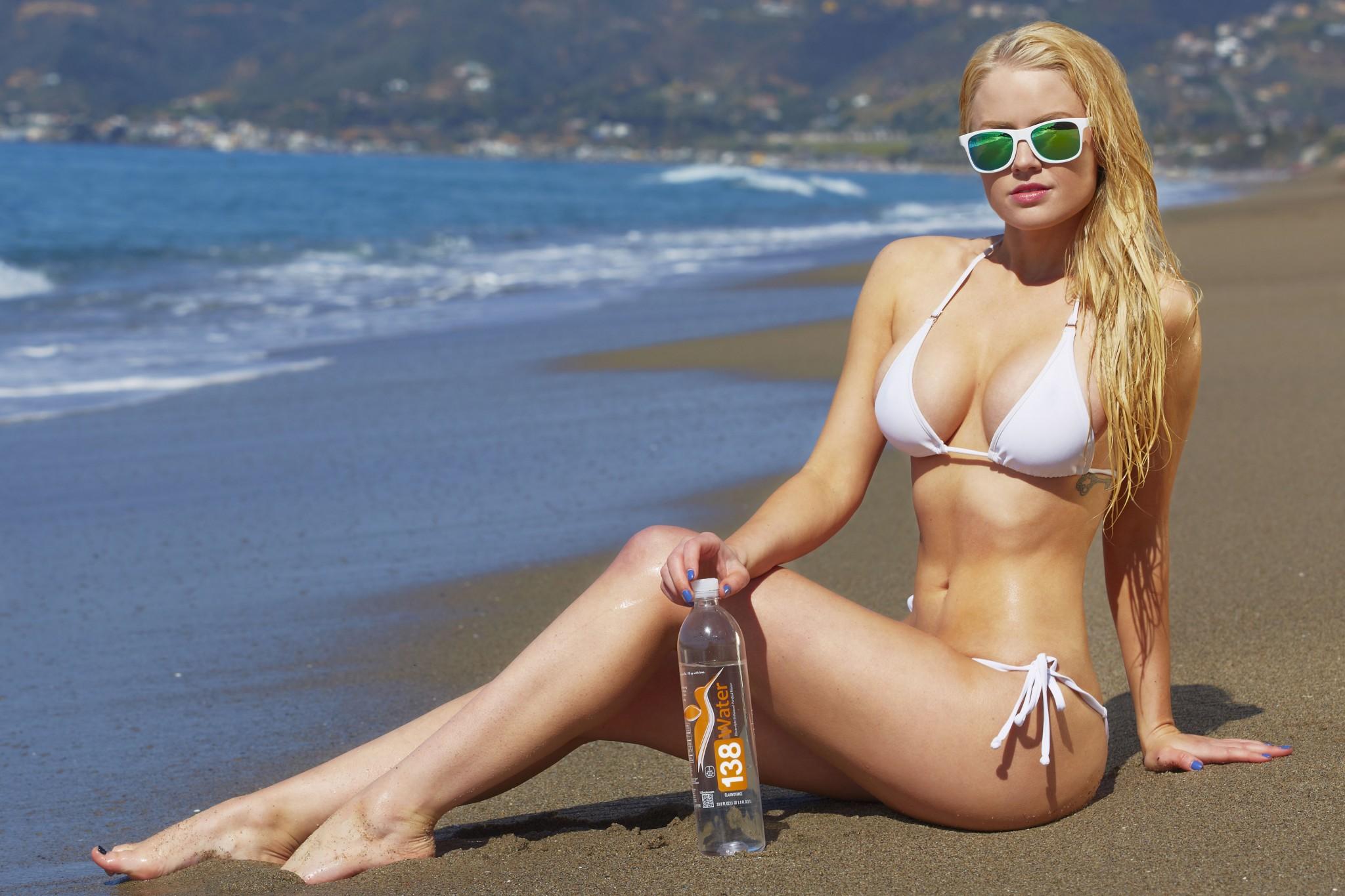 anna-sophia-berglund-bikini-photoshoot-9