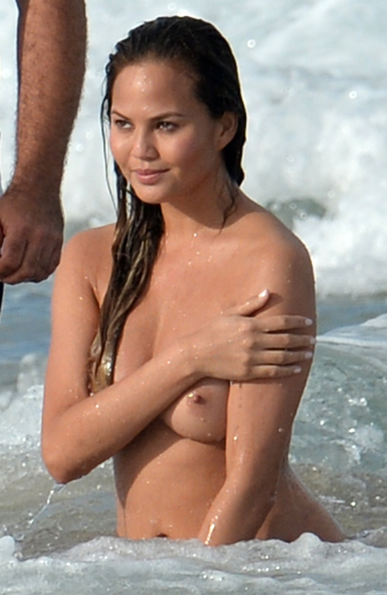 chrissy-teigen-topless-photoshoot-at-miami-beach-24