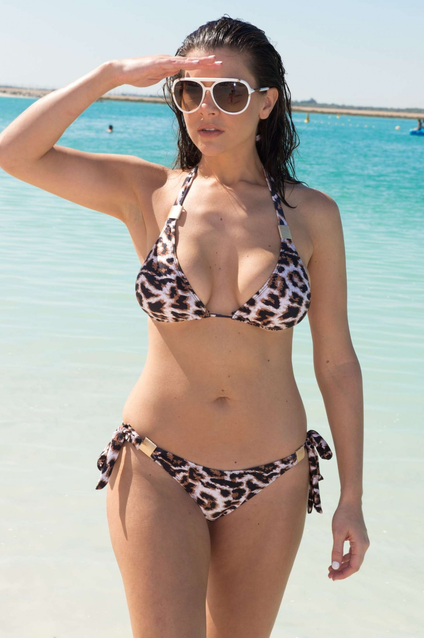 imogen-thomas-wearing-a-bikini-in-dubai-11