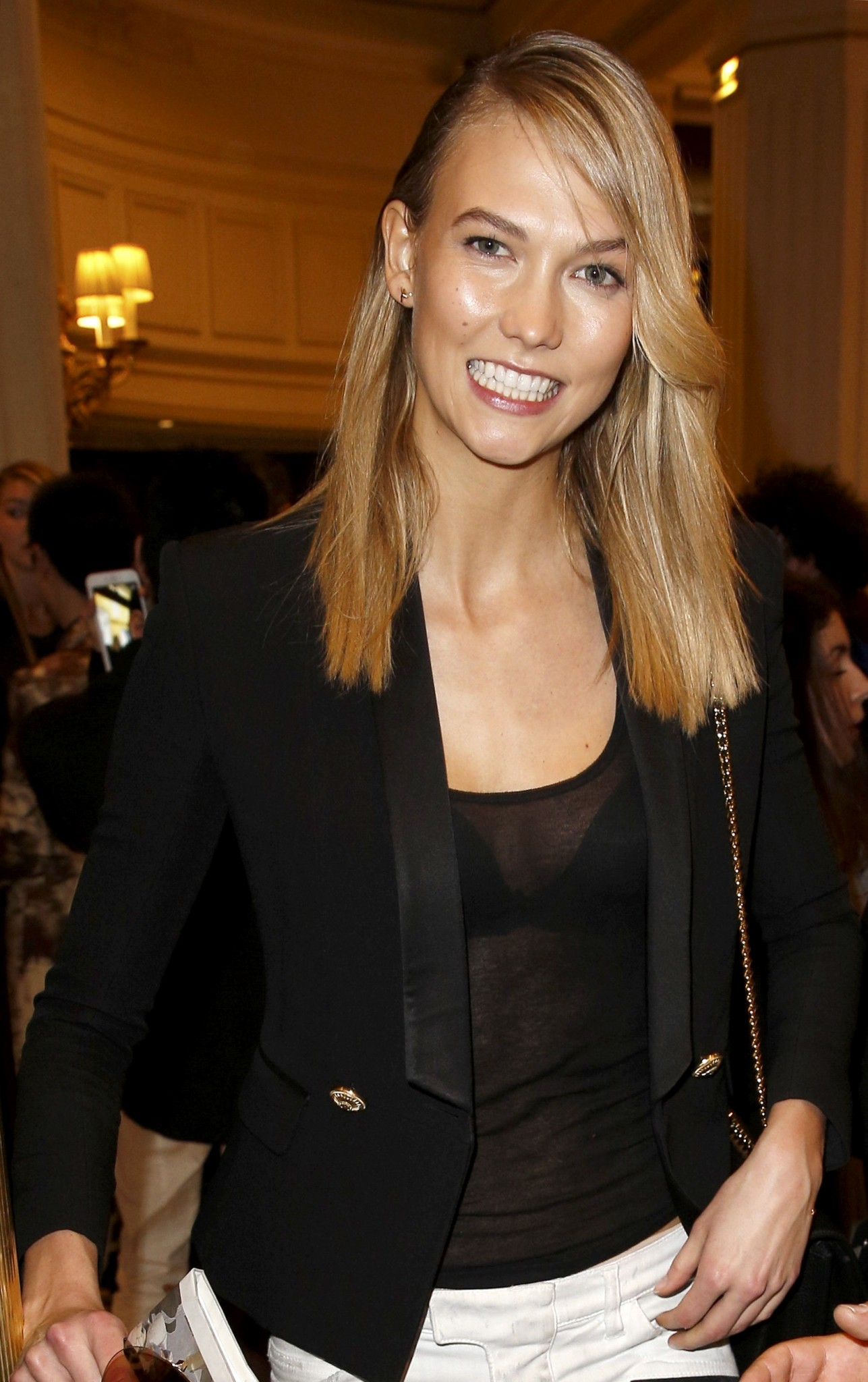 karlie-kloss-see-through-to-bra-3