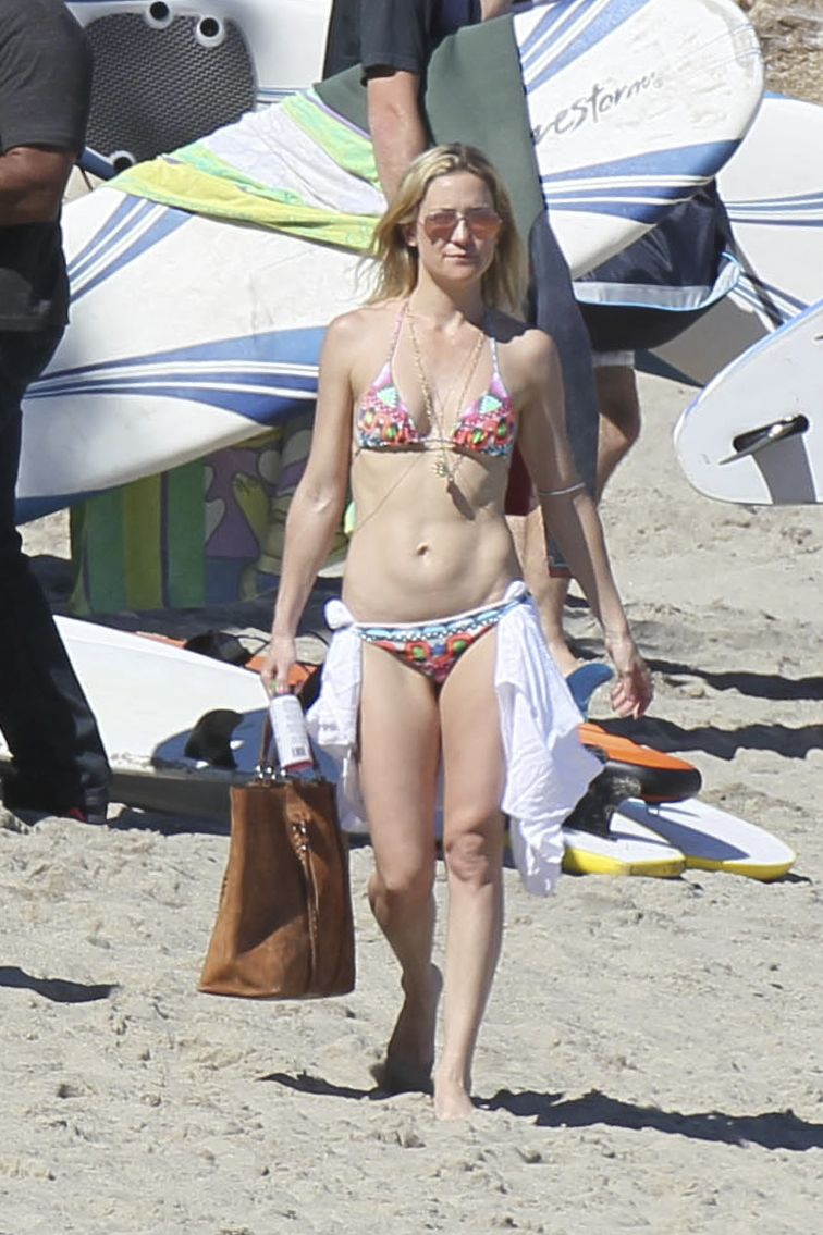 kate-hudson-in-a-bikini-while-in-malibu-2