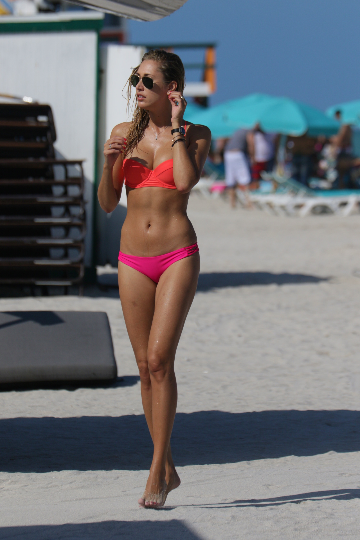 Leaked Sideboobs Arloa Reston  naked (36 foto), Facebook, in bikini
