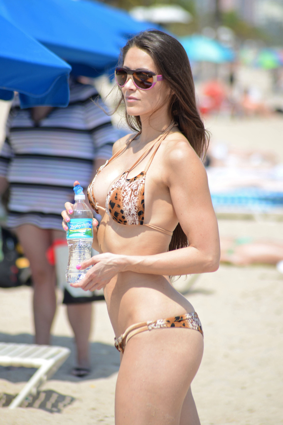Anais Zanotti anais-zanotti-wearing-a-bikini-in-miami-10 | celebrity-slips