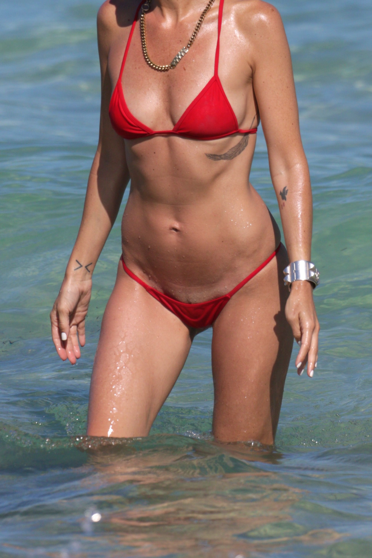 Bikini pussy slip