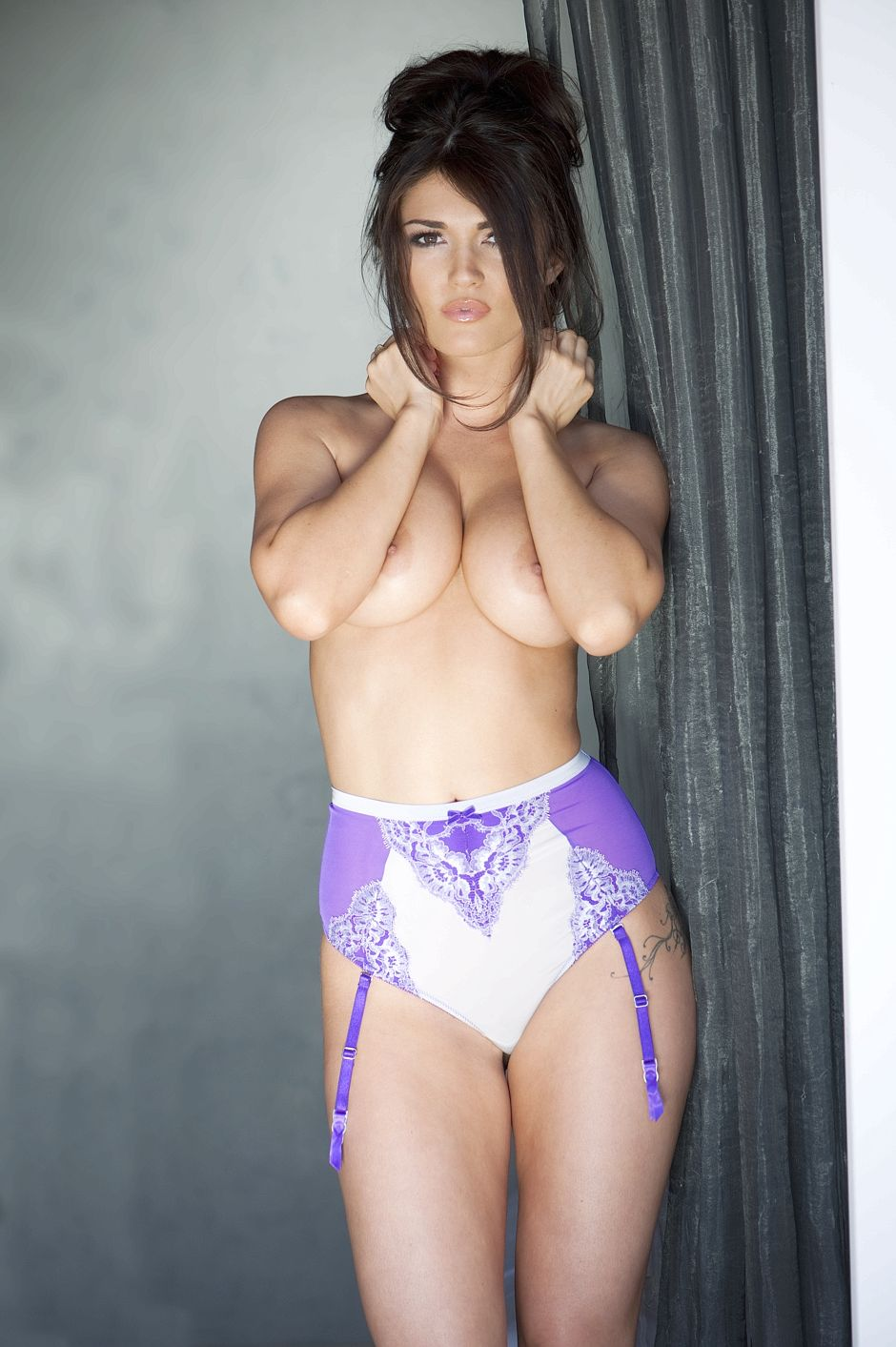India Reynolds Topless - 2 New Photos new pictures