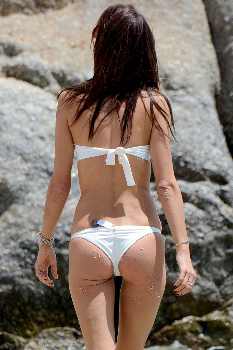 alessandra-ambrosio-white-bikini-in-greece-8