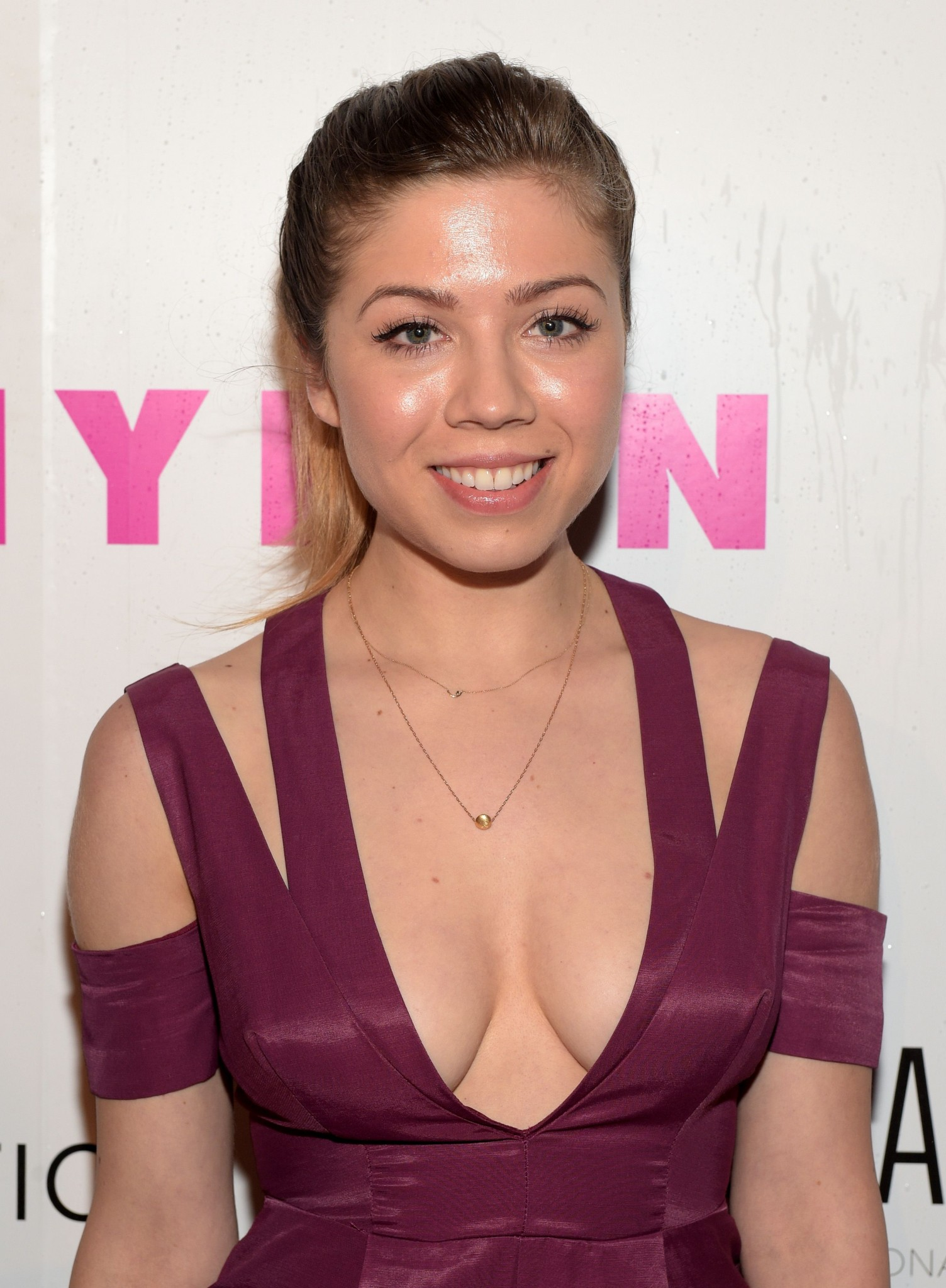jennette-mccurdy-cleavage-at-nylon-young-hollywood-party-2