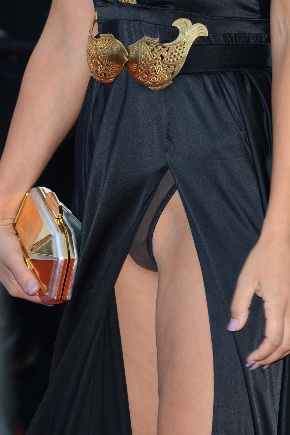 lady-victoria-hervey-upskirt-panties-nipple-slip-cannes-1