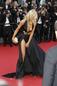 lady-victoria-hervey-upskirt-panties-nipple-slip-cannes-11