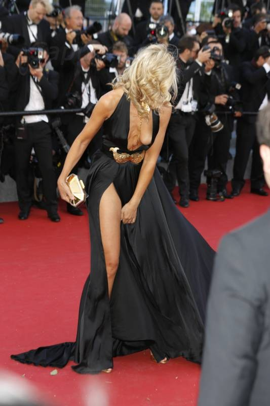 lady-victoria-hervey-upskirt-panties-nipple-slip-cannes-11