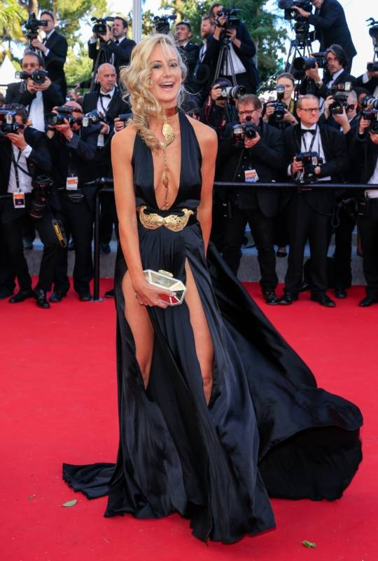 lady-victoria-hervey-upskirt-panties-nipple-slip-cannes-12