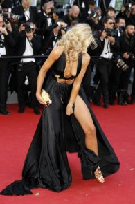 lady-victoria-hervey-upskirt-panties-nipple-slip-cannes-13