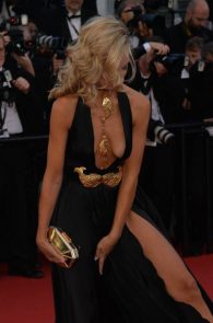lady-victoria-hervey-upskirt-panties-nipple-slip-cannes-14