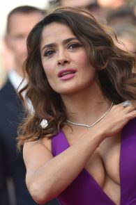 salma-hayek-cleavage-in-cannes-1