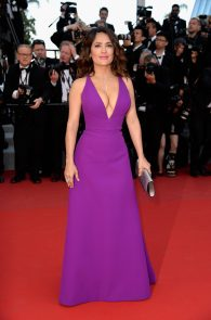 salma-hayek-cleavage-in-cannes-2