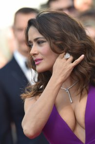 salma-hayek-cleavage-in-cannes-3