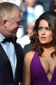 salma-hayek-cleavage-in-cannes-4