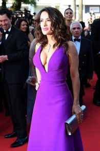 salma-hayek-cleavage-in-cannes-5