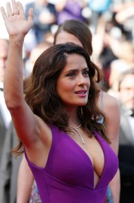 salma-hayek-cleavage-in-cannes-6